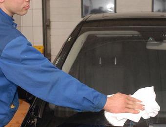 Как ухаживать за лобовым стеклом автомобиля