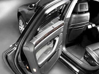 Бронированный автомобиль - роскошь или необходимость?