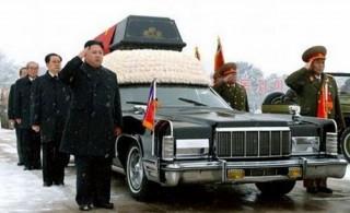 Лимузины Lincoln Continental провожали лидера Северной Кореи в последний путь